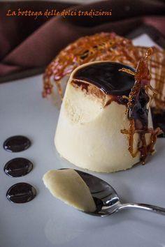 Bavarese al caramello Cocktail Desserts, Mini Desserts, Sweet Desserts, Sweet Recipes, Delicious Desserts, Cake Recipes, Dessert Recipes, Mocha Cake, Panna Cotta
