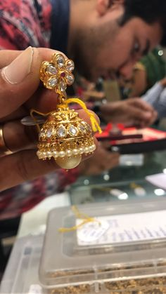 Gold Jhumka Earrings, Jewelry Design Earrings, Gold Earrings Designs, Gold Jewellery Design, Gold Haram Designs, Pearl And Diamond Necklace, Earring Trends, Mysore, India Jewelry