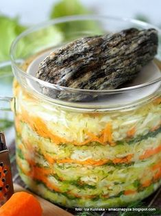 kapusta kiszona, młoda kapusta, kiszonki domowe, kiszenie warzyw, jak zakisić kapustę, domowe przetwory, słoiki, na zimę Vegan Recipes, Cooking Recipes, Polish Recipes, Fermented Foods, Sauerkraut, Kitchen Recipes, Kimchi, Natural Remedies, Good Food