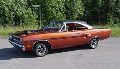 1970 Plymouth GTX 2 Door, hard top, burnt orange metallic with gator top 440 cu. 1970 Plymouth Gtx, Plymouth Cars, American Classic Cars, American Muscle Cars, Dodge Muscle Cars, Chrysler Cars, Us Cars, Road Runner, Retro Cars