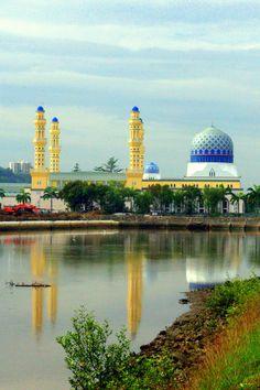 Kota Kinabalu City Mosque on Likas Bay, Sabah, Malaysia