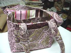 Free Pink October Tote Pattern Instructions - Breast Cancer Awareness Month Freebie from Mama's Pocketbook