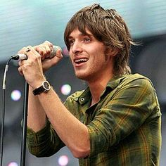 Paolo Nutini ... a Scotsman with an Italian name :-) sings a Robbie Burns poem ... A Man's a man for all that ...  frickin greeeat  http://www.youtube.com/watch?v=0WHIfSjQaUA