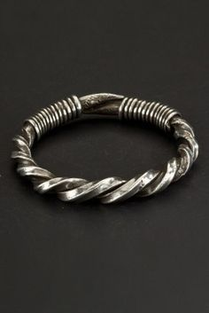 Bracelet made of two large twisted wires in a square section. Worn by both sexes in the Meo population. Origin: Northern Thailand Age: First half 1900 Materials: Silver Metal Bracelets, Bracelets For Men, Bangle Bracelets, Silver Bangles, Silver Jewelry, Silver Ring, 925 Silver, Tribal Jewelry, Wire Jewelry