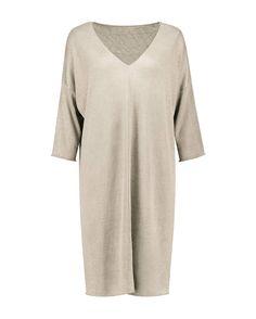 East to wear is deze stijlvolle, soepel vallende linnen gebreide jurk, fashionable keuze!