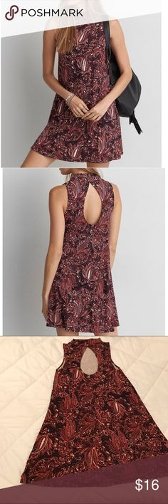 American Eagle Mock Neck Shift Dress, Open Back NWOT. Never worn. Perfect condition. Gorgeous Victorian, classy print for the holidays 🎄🎁 American Eagle Outfitters Dresses