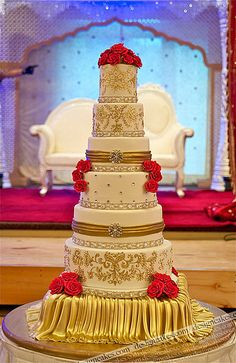 Grand Indian wedding cake! #indianwedding