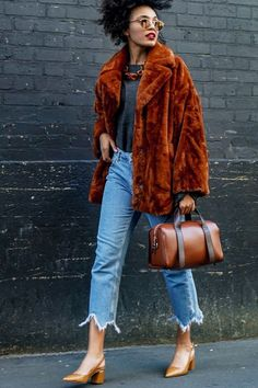 Vintage Coats 25 Winter Street Style Outfits To Keep You Stylish and Warm Trend Fashion, Fashion Moda, Fashion Editor, Fashion Week, Winter Fashion, Womens Fashion, Cheap Fashion, Ladies Fashion, Fashion Online
