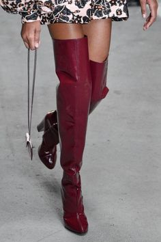 6fc7898654f8 Le scarpe di moda per l Autunno Inverno 2018 2019 viste alle sfilate sono i  modelli che vorremmo avere SUBITO