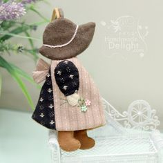 Handmade Delight: Sunbonnet Sue Key Holder                                                                                                                                                      Plus