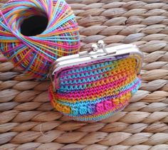 Get 31 crochet purse patterns for free. Multiple colors available and fun for tons of different purses. Crochet Change Purse, Crochet Coin Purse, Crochet Purse Patterns, Crochet Purses, Knitting Patterns, Stitch Crochet, Hand Crochet, Coin Purse Pattern, Hello Kitty Purse