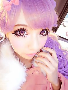 gyaru girl   Tumblr... So strange.... Gyaru Is the name of the style that includes these big eyes