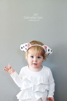 DIY felt dalmatian ears are the perfect simple craft to do with kids this Halloween! Simple, fun and cute craft for toddler entertainment! Dog Costumes For Kids, Diy Dog Costumes, Toddler Costumes, Halloween Costumes For Kids, Costume Ideas, Halloween 2016, Halloween Decorations, Diy Dalmation Ears, Dalmatian Costume