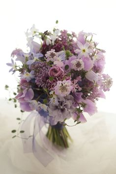 紫という色は少し、特別な気がします。紫のひともとゆゑに武蔵野の草はみながらあはれとぞ見るでは今日もお疲れ様でした。一会facebookhttps://ww...