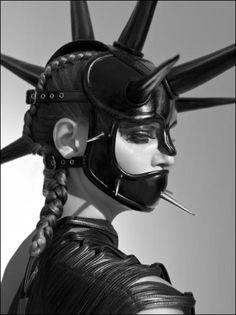 Come take a walk on the dark side — strangelycompelling: © Lado Alexi SC Punk Tumblr, Dark Fashion, Fashion Art, Space Fashion, Crazy Fashion, Berlin Fashion, Mode Inspiration, Character Inspiration, Cervena Fox