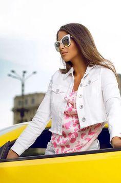In aceasta jacheta urban-chic deosebita vei atrage cu siguranta privirile din jurul tau, atat prin culoare, cat si prin design. Adapteaza aceasta jacheta in stilul tau chic de zi cu zi! Urban Chic, Casablanca, Denim, Tops, Women, Fashion, Moda, Fashion Styles, Fashion Illustrations