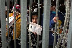 Par Patrick O. Strickland Les enfants nés à Jérusalem sont pris au piège de la bureaucratie israélienne et de ses restrictions discriminatoires. 10.000 enfants palestiniens à Jérusalem-Est ne sont pas enregistrés. Ils n'ont pas droit à l'assurance-maladie...