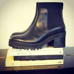 He aquí #comodidad y buen gusto en un par a tus pies, #black #boots en #linardelzar #otoño2015 #invierno2015
