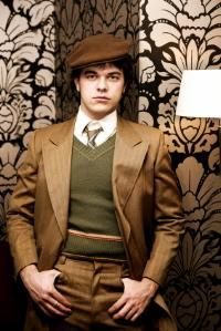 EXPOSITION: This is Nick Carraway, the narrator of the story. He is slightly less polished than the other men in the book. 30s Fashion, Fashion Night, Fashion Ideas, Formal Fashion, Mode Masculine, Dapper Gentleman, Gentleman Style, Dandy, 1920 Men