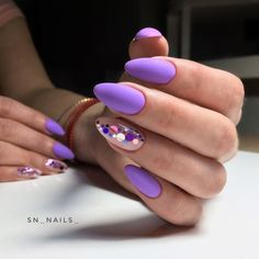 This series deals with many common and very painful conditions, which can spoil the appearance of your nails. SPLIT NAILS What is it about ? Nails are composed of several… Continue Reading → Almond Nail Art, Almond Nails, Stylish Nails, Trendy Nails, Hot Nails, Hair And Nails, Confetti Nails, Oval Nails, Manicure E Pedicure