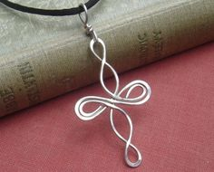 Celtic Cross Necklace, Infinity Loops Sterling Silver Necklace, Celtic Knot Jewelry, Wire Cross Confirmation Gift, First Communion Gift - DIY Silber Necklake Celtic Knot Jewelry, Jewelry Knots, Cross Jewelry, Wire Jewelry, Jewelry Crafts, Beaded Jewelry, Handmade Jewelry, Infinity Jewelry, Silver Jewelry