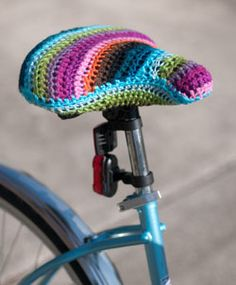 Crocheted bike seat cover~a great way to hide the dog bite marks--we have a dog that LOVES bicycle seats--they're never safe. Crochet Home, Love Crochet, Learn To Crochet, Crochet Crafts, Crochet Yarn, Yarn Crafts, Crochet Stitches, Crochet Projects, Crochet Patterns