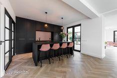 Kitchen Stools, Design Inspiration, Kitchen Inspiration, Cool Kitchens, Conference Room, House Design, Table, Mousse, Furniture