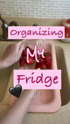Refrigerator Organization, Kitchen Organization Pantry, Home Organization Hacks, Organize Fridge, Storage Hacks, Organizing Ideas, House Cleaning Tips, Cleaning Hacks, Fridge Organisers