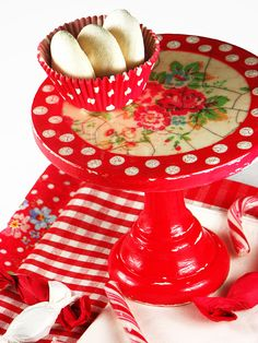 Cake stand small 6 polka dots roses red by TandTatelier