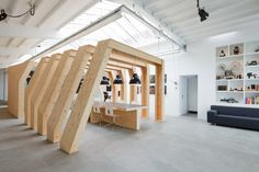 The combination Of Wood For Modern Offices Design