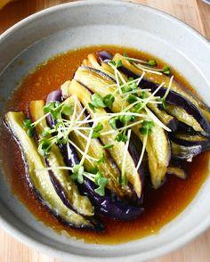 レンジですぐ。色鮮やかな【なすのポン酢南蛮だれ】 | つきの家族食堂 Diet Recipes, Cooking Recipes, Healthy Recipes, Japanese Side Dish, Japanese Dishes, Good Food, Yummy Food, Food Menu, Easy Cooking