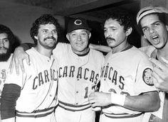 Baudilio Díaz, el mánager Alfonso Carrasquel y Antonio Armas, figuras que llevaron a los Leones a obtener su primer título del Caribe en 1982, en Hermosillo, México. | Créditos: Archivo