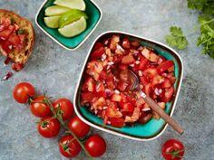 Meksikolaisten ruokien kaveriksi sopii tomaattisalsa. Se maistuu myös grilliruokien seurana. Hot Dog, Salsa, Chili, Mexican, Vegetables, Ethnic Recipes, Kitchen, Food, Inspired