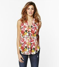 Sleeveless Blouse With Front Pleat