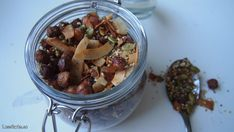 Recept: Hasselnötsgranola med kardummumma - LessCarbs.se