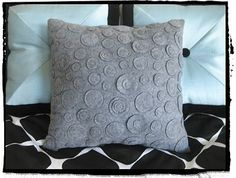 dotty felt pillow. simple diy sewing project
