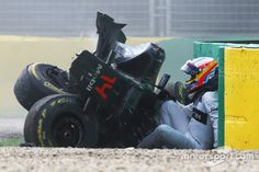 Fernando Alonso, McLaren exits his car after a huge crash at Australian GP High-Res Professional Motorsports Photography Vintage Sports Cars, Vintage Racing, Fernando Alonso Mclaren, F1 Crash, F1 Motorsport, Gp F1, Mclaren Mp4, Formula 1 Car, Thing 1