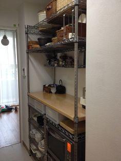 今までの食器棚からホームエレクターに変更しました。 2,3年悩んで結局これになりました。 新しいマンションではないので、キッチンがちょっと...