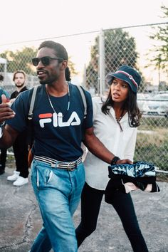 You can call it a comeback of sorts or you can just pull your old Fila gear from the back of the closet. sportswear brands like Fila are returning. Afro, Estilo Hip Hop, Andre 3000, Jamel, Hip Hop Rap, Portrait, Mens Fashion, Fashion Trends, Black Men