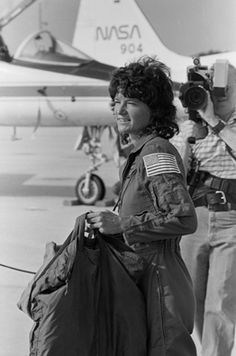 Sally Ride: The youngest person to be launched into space, as well as the first woman to be launched into low-Earth orbit. She also formed the organization Sally Ride Science, designed to spark interest in young woman to pursue a career in the sciences. Great Women, Amazing Women, American Women, American History, Badass Women, Thats The Way, Before Us, Portraits, Women In History