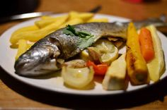 Bio Forelle mit Zitrone und Rüben aus dem Ofen. Fisch nicht zu oft konusmieren sondarn als Delikatesse geniessen.
