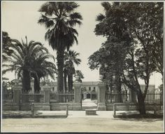 The entrance to Santa Clara College in 1911.