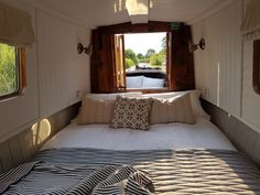 Cruise the Leicestershire waterways in boutique hotel style, with a romantic adventure aboard a Boutique Narrowboat for two. Houseboat Decor, Houseboat Living, Barge Boat, Canal Barge, Barge Interior, Interior Design, Canal Boat Hire, Narrowboat Interiors, House Boat Interiors