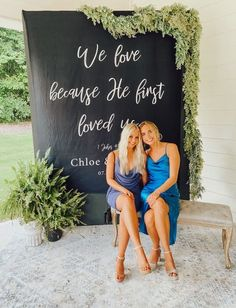 Looking for a good photo backdrop for your wedding? Or somewhere for your guests to take their pictures? Look no further! Modern Wedding Reception Decorations | Wedding Backdrop for Reception #blackwedding #weddingreception #weddingbackdrop