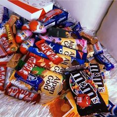 Junk Food Snacks, Easy Snacks, Healthy Snacks, Chocolates, Chocolate World, Food Wishes, Love Eat, Food Gifts, Pop Tarts
