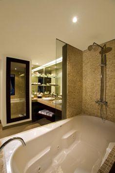 Deluxe Jacuzzi Preferred Club Bath