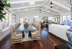 I am loving this casual Coastal Dining Room! #DiningRoom