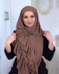 Stunning hijab tutorials for hijab lovers, step by step videos for beginners, learn how to wrap and wear your hijab with our hijab tutorials Simple Hijab Tutorial, Hijab Style Tutorial, Stylish Hijab, Hijab Chic, Hijab Styles For Party, Beautiful Iranian Women, Hijab Turban Style, Niqab Fashion, Hijab Collection