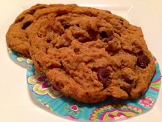 Vegan PB & Chocolate Chip Cookies