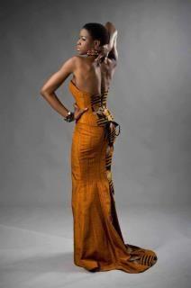 LOVE THAT DRESS!!!